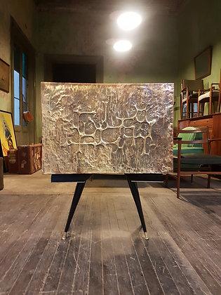 Mueble Bar con Frente de Bronce Repujado