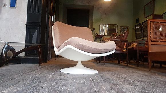 F976 Lounge Swivel Chair