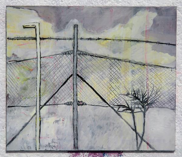 Drátěný plot, sníh, fialové mraky