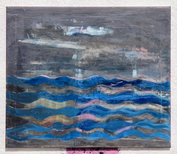 Mořské vlny a šedé nebe