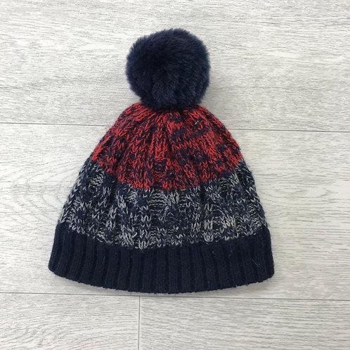 ⚪️GEORGE winter bobble hat. 6-12 months.