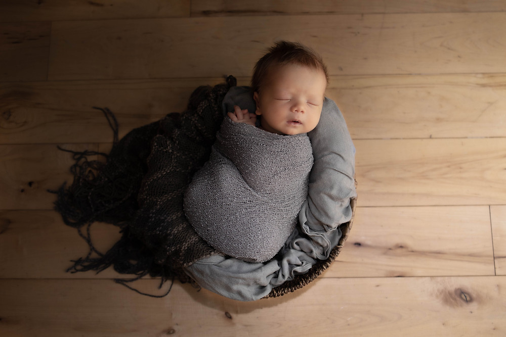 newborn session, baby in a basket, grey wrap for newborn, praying hands