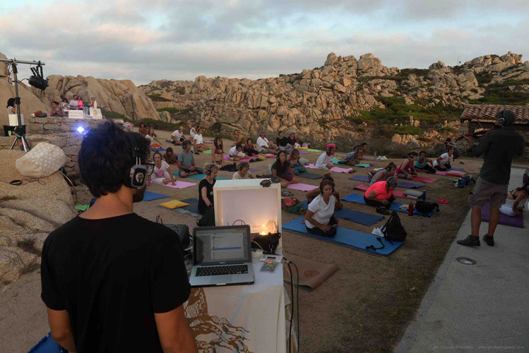 SILENT SOUND YOGA A CAPOTESTA