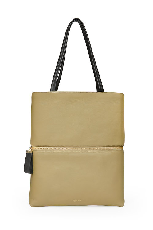 L'Impeccable - the Impeccable. A tote bag and a baguette bag in grained Almond leather