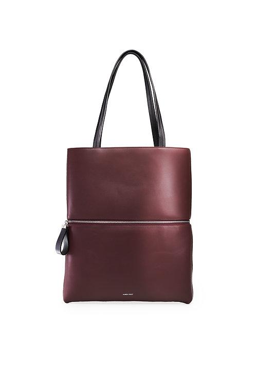 L'Impeccable - Un tote bag et un sac baguette en cuir aubergine lisse