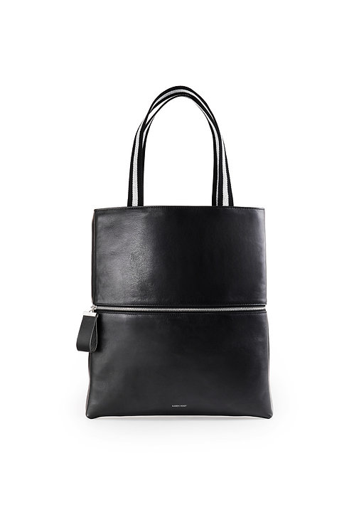 L'Impeccable - A tote bag and a large pouch in smooth black leather