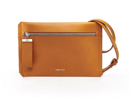 L'Indécise - Une pochette en bandoulière courte ou longue en cuir orange rust