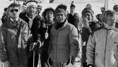 Championnats régionaux de GS 1983 (Tignes) : Thierry Schoen, Olivier Landeau, Thierry Poynard, le président Alain Graillot, Vincent Schoen, Christophe Brulé