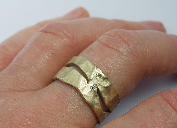 Wide splits & diamonds ring gold