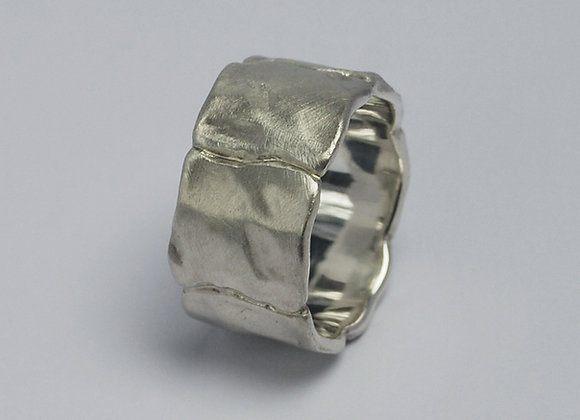 Wide squares ring