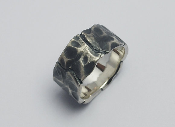 Wide squares ring oxidised