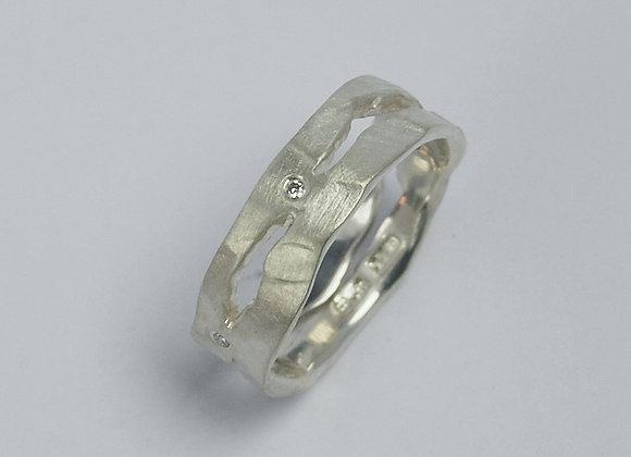 Splits & diamond ring