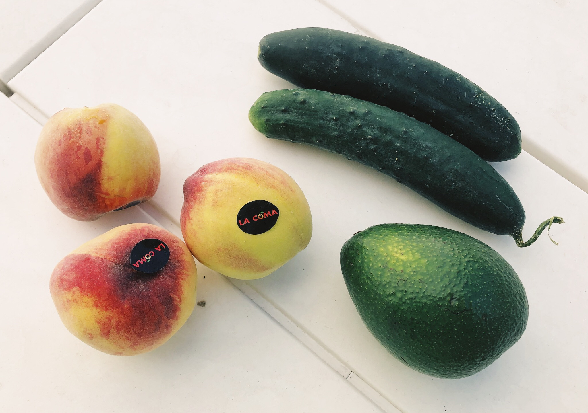 3 Peaches, 2 Cucumbers, and an Avo!