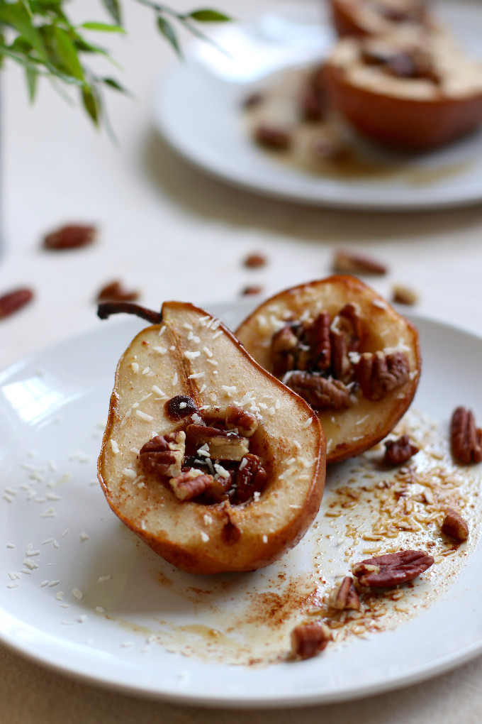 baked pears with pecans