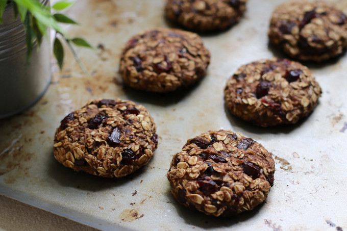 healthy oatmeal chocolate chip cookie