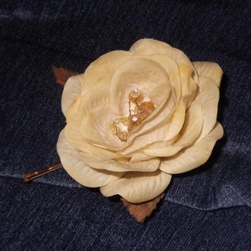 Beaded Buttercup Cream Hairpin