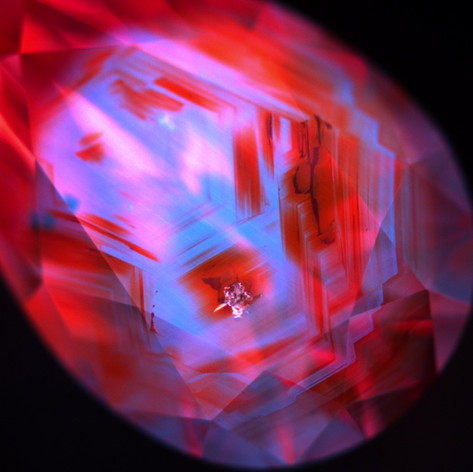 Fluorescence imaging is a common way to identify growth planes and determine if diamonds are natural or lab-grown.
