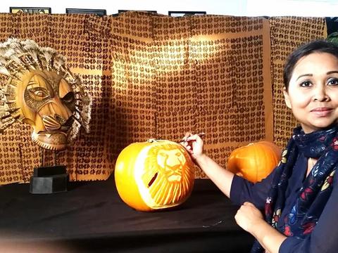 Walt Disney's 'The Lion King' Pumpkin Carving 2015