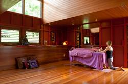 Massage in yoga shala