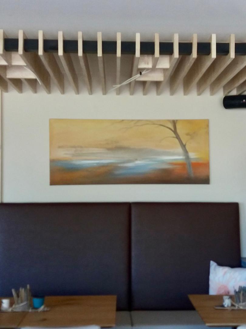 Restaurant LENZ AM SEE mit Lehmbild im Hintergrund