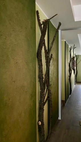 Lehmplatten als Wandvertäfelung im Restauratbereich