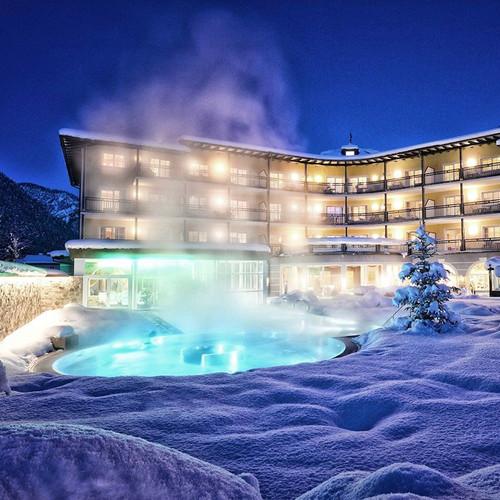 Hotel mit Termalbad bei Nacht
