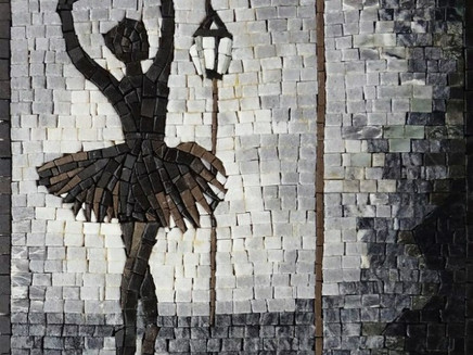 Lay the pieces of Mosaic Art