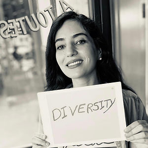 Hasna is French-Moroccan, she joined Speak-up Paris since the beginning of its foundation. Her purpo