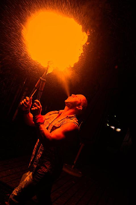 artiste cracheur de feu