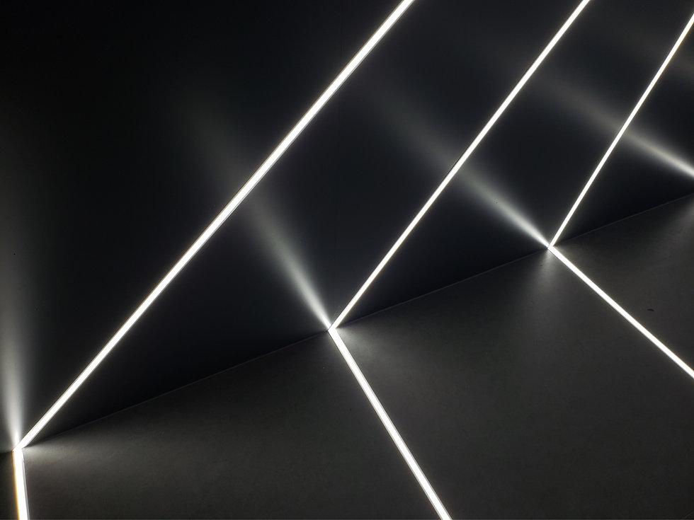 sfondo nero con luci futuristiche