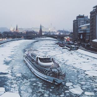 Разбивая лед