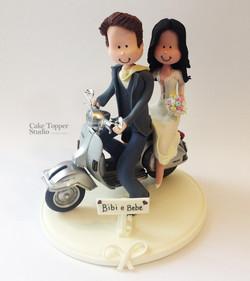 cake-topper-wedding-vespa-travel