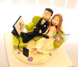wedding-cake-topper-funny-playing-game-6
