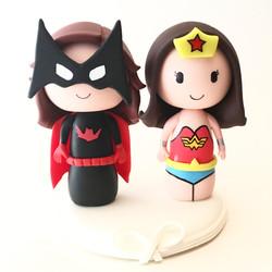 wedding-cake-topper-batwoman-wonderwoman
