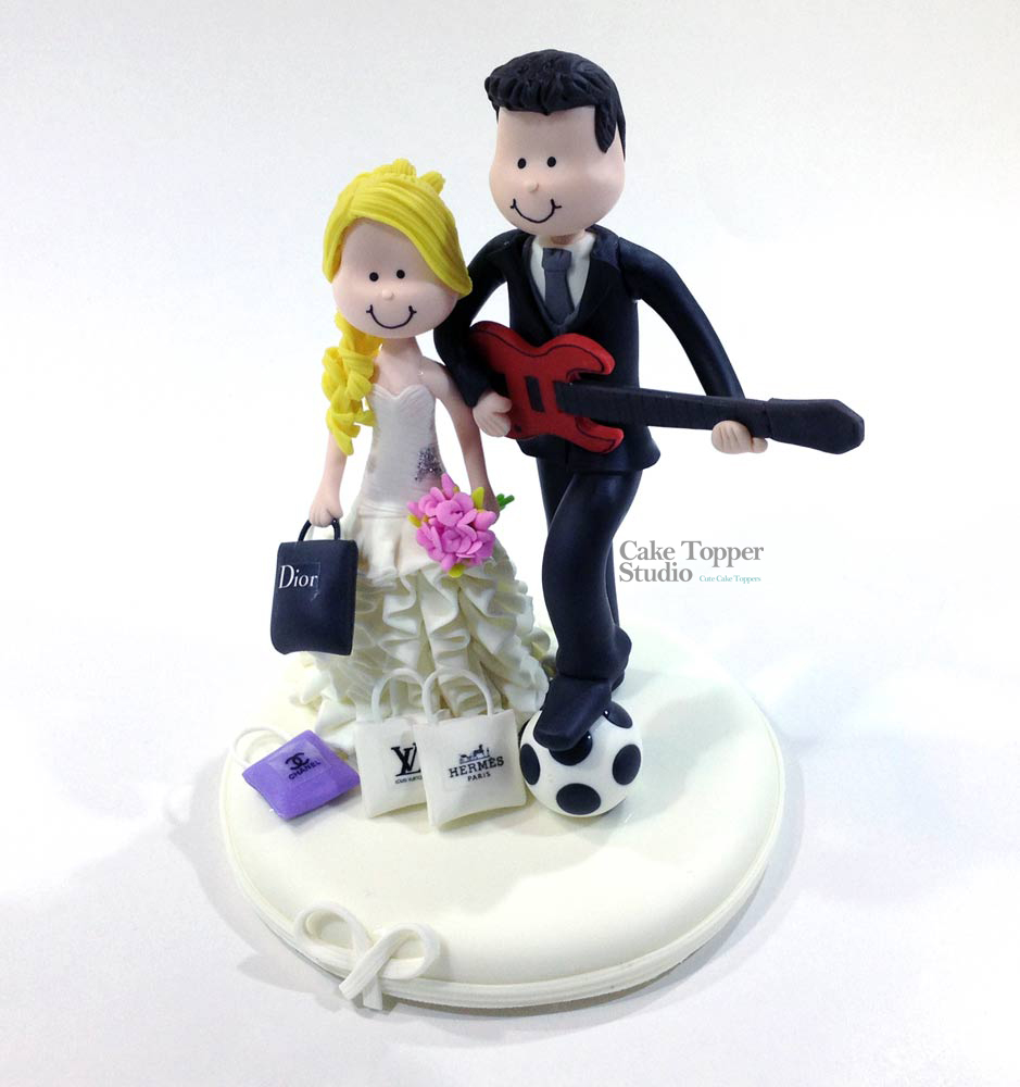 wedding-cake-topper-funny-playing-guitar-2