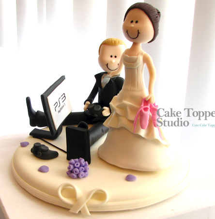 wedding-cake-topper-funny-playing-game-5