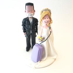 wedding-cake-topper-romantic-suitcase
