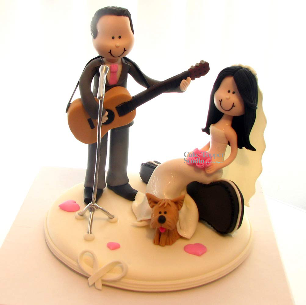 wedding-cake-topper-funny-playing-guitar