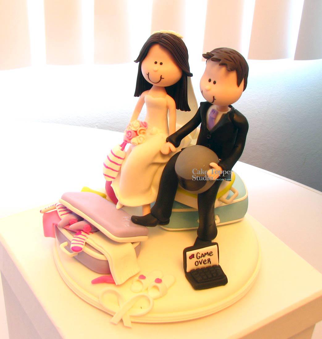 wedding-cake-topper-funny-traveling-3