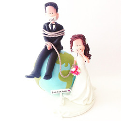 wedding-cake-topper-globe-funny