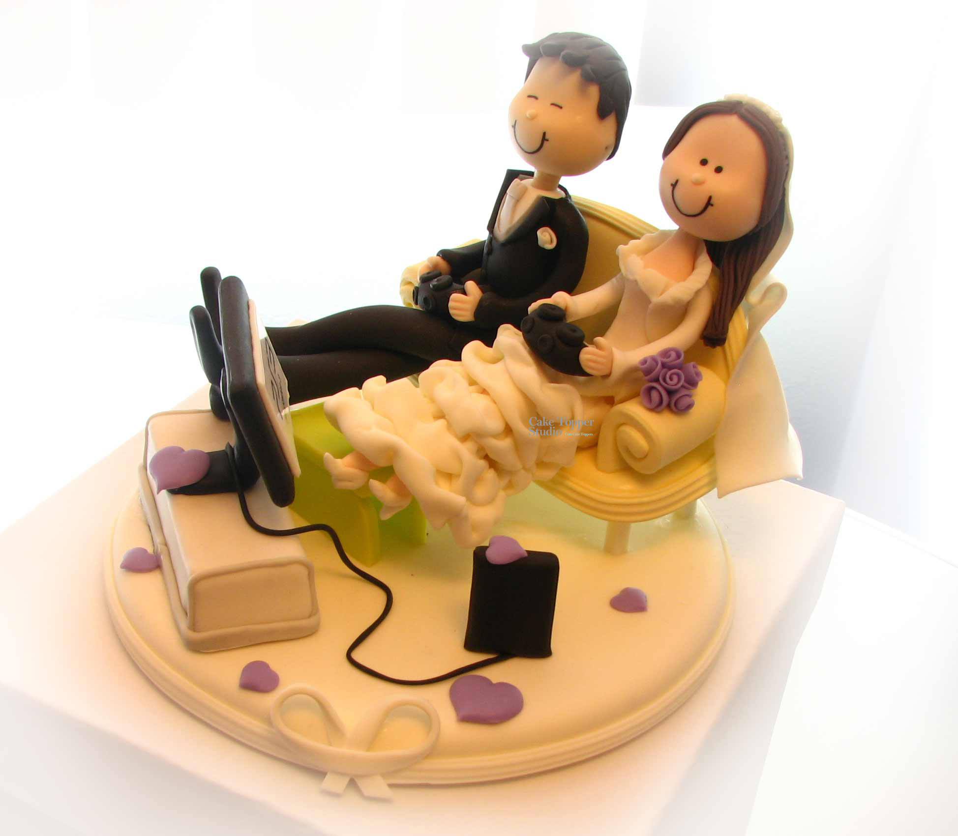 wedding-cake-topper-funny-playing-game-4