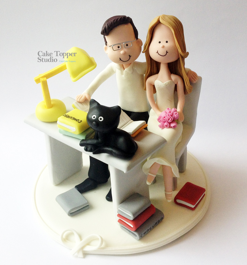 wedding-cake-topper-students-romantics