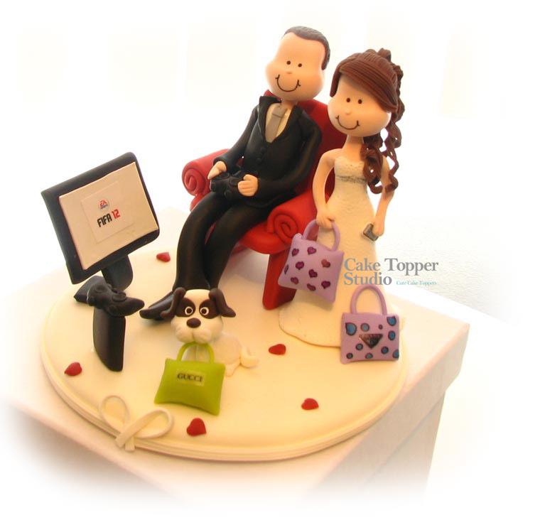 wedding-cake-topper-funny-playing-game-3