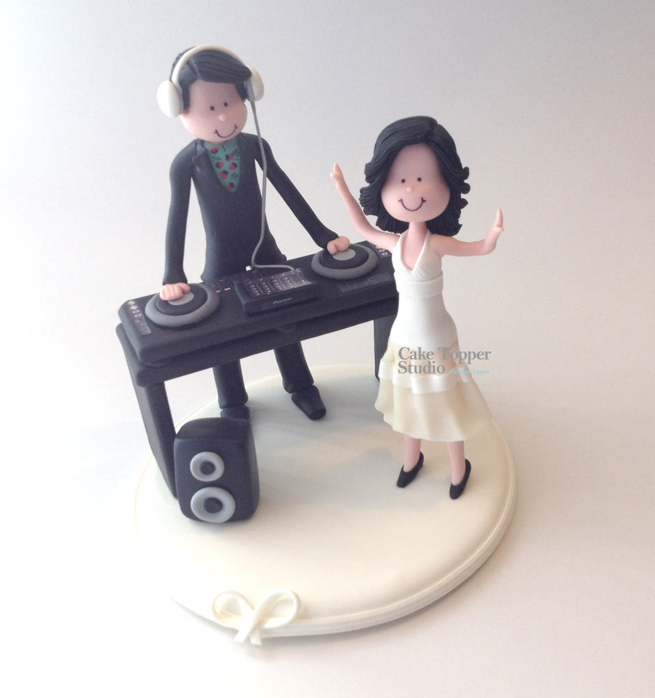 wedding-cake-topper-funny-dj-dance