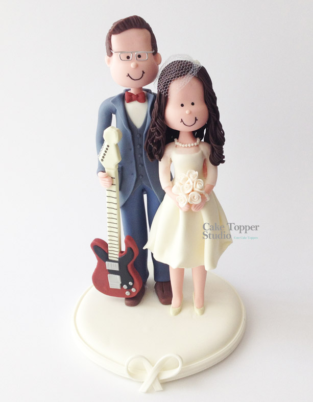 wedding-cake-topper-romantic-guitar
