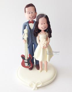 wedding-cake-topper-romantic-guitar
