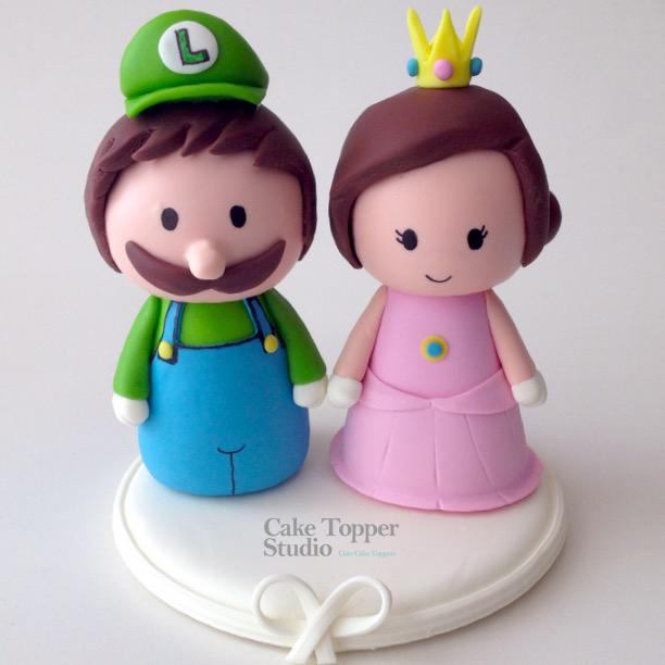 nerd-wedding-cake-topper-luigi