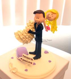 wedding-cake-topper-funny-carrying-bride_-_Cópia