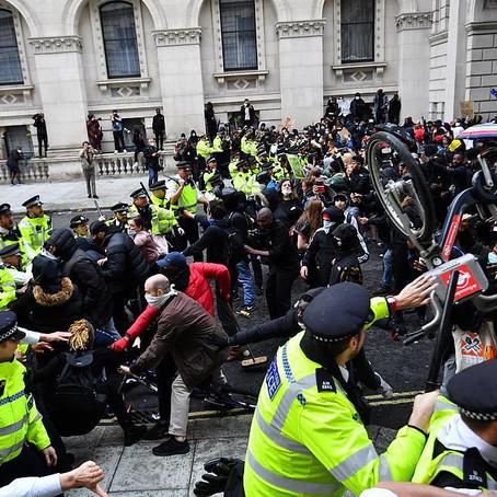 一個自由民主的社會中,我哋唔會想生活喺一個警察國家入面