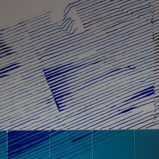 disegno sul muro della torre. inchiostro nero e blu